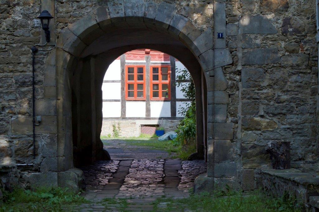 Wasserburg in Lauenau - Blick in den Burghof